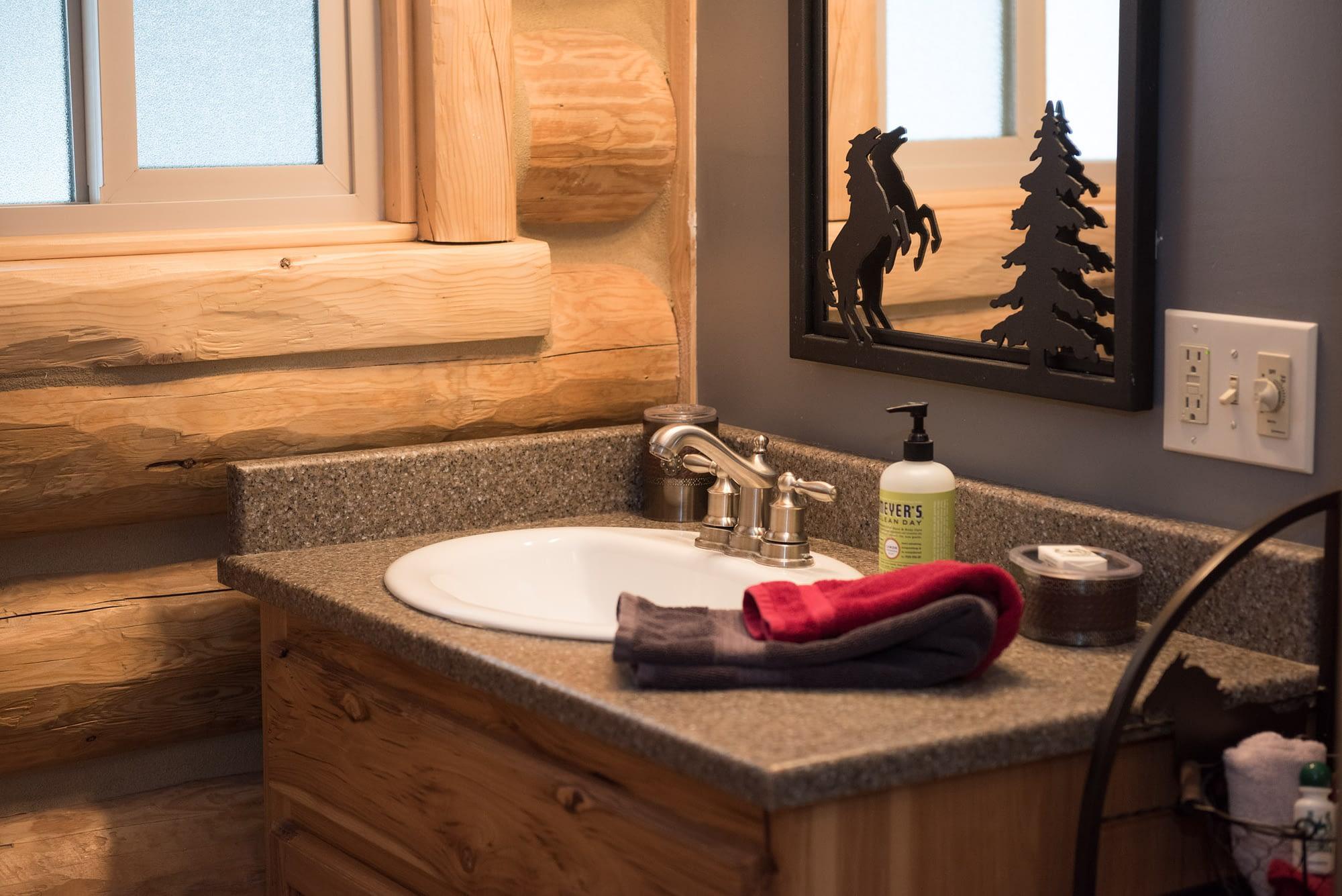Western Pleasure Guest Ranch Meadow View Cabin Bath